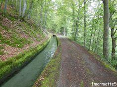 Le Canal du Beaumont en vélo. Valbonnais, Isère.