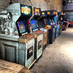 Barcade in Brooklyn, NY. Old School video arcade and craft beer bar off the Lorimer L Train stop in Williamsburg, Brooklyn. Bar Games, Arcade Games, Video Game Rooms, Video Game Bar, Borne Arcade, Arcade Room, Arcade Stick, Game Room Furniture, Retro Arcade