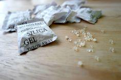 De meeste mensen gooien ze direct weg, maar vandaag deel ik 10 handige tips om zakjes silica gel nog een keer te gebruiken in huis.