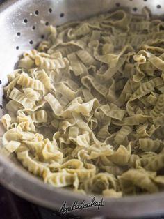 makaron z soi makarony z roślin strączkowych Vegan Food, Vegan Recipes, Spaghetti, Eat, Desserts, Tailgate Desserts, Deserts, Veggie Food, Vegane Rezepte