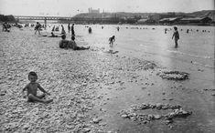 V Dunaji sa kúpali davy ľudí. Pozrite si staré fotografie bratislavského Lida – Denník N Bratislava, Old Photos, Geo, Louvre, Beach, Water, Travel, Outdoor, Times