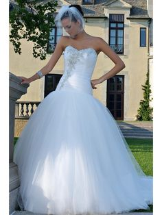 Ball Gown Strapless Sweetheart Semi-Cathedral Train White Tulle Beaded Wedding Dresses 1801031