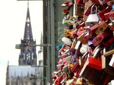 Guía completa para viajar a Colonia - Cualquier Destino - padlocks in Köln Bridge - Germany