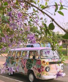volkswagen purple kombi with flowers Combi Hippie, Van Hippie, Esprit Hippie, Hippie Style, Hippie Boho, Hippie Camper, Bohemian Style, Hippie Peace, Hippie Vibes