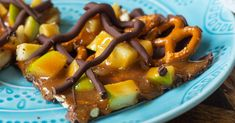 4-Ingredient Caramel Apple Bark – 12 Tomatoes Fall Snacks, Fall Treats, Caramel Dip, Caramel Apples, Apple Desserts, Apple Recipes, Easy Desserts, Asian Recipes, Yummy Recipes