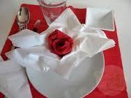 Resultado de imagen para como doblar servilletas de papel para cubiertos