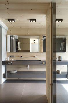 Retro and Modern House by Coblonal Arquitectura - MyHouseIdea Bathroom Interior, Lighted Bathroom Mirror, Cabin Interiors, House, Amazing Bathrooms, Interior Architecture, Bathroom Design, Modern House, Modern