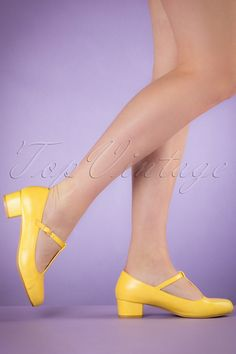 These cute 60s Chrissie T-Strap Pumps are a real must have for the upcoming season!  Just adórable these 60s style retro beauties! Made from high quality yellow faux leather with t-strap and playful block heel... wow! They'll fit perfectly thanks to the comfy footbed and the perfect-height-heel. Now you just have to pick the perfect colour! ;-)    T-strap Adjustable ankle strap Gold toned buckle Round shoe nose Block heel Comfy footbed