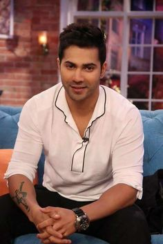 Nice picture varun and you are the famous Bollywood actor and you are such an amazing guy i like your hair style ..