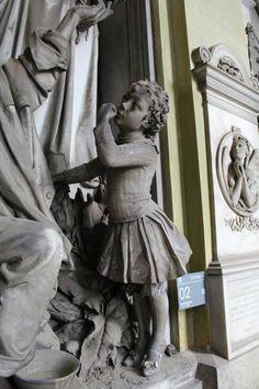 Particolare tomba Pellegrini Foto di Martina F.