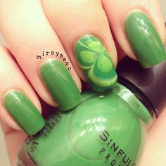 Water marble four leaf clover ❃ used Sinful Color-Exotic Green and Sally Hansen Xtreme Wear-Green with Envy ✧ - @mireyaaxo