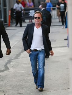 Kiefer Sutherland Photos Photos - Kiefer Sutherland is seen at 'Jimmy Kimmel…