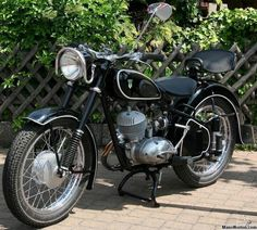 DKW Images: Gallery of Classic German Motorcycles at Sheldon's Emu Motorcycle Engine, Cafe Racer Motorcycle, Moto Bike, Antique Motorcycles, Cars And Motorcycles, Old Bikes, Classic Bikes, Vintage Bikes, Beetle Car