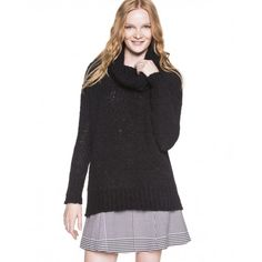 Maxi camisola de malha macia, de manga comprida, com gola alta dobrável. Decote, base e punhos canelados.