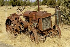 Fordson Tractor ,from the age of 10 in the was the first vehicle I drove.dad planted apple orchards after the war and my brother and I had to take turns driving while dad sprayed the trees.it was fun to us kids, but I do not know how we did it. Antique Tractors, Vintage Tractors, Vintage Farm, Antique Cars, Abandoned Cars, Abandoned Places, Tractor Pictures, Ford Tractors, Old Farm Equipment