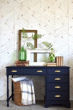 Your entryway table doesn't have to be a table. Repurpose an old desk and ap… - Dıy Desk vintage Ideen Refinished Desk, Refurbished Furniture, Repurposed Furniture, Painted Furniture, Diy Furniture, Retro Furniture Makeover, Painted Desks, Furniture Websites, Furniture Design