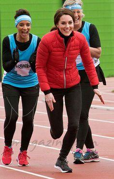 Los Duques de Cambridge y el príncipe Harry lo dieron todo en la pista de atletismo en una carrera para la campaña 'Heads Together' por la salud mental.
