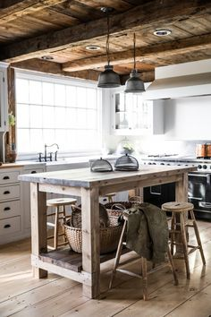 Kitchen Island in Anthony Esteves Cape in Maine, Photo by Greta Rybus
