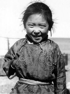 Mongolian little girl, traditional clothing (del), 1972, by Vadas Róbert