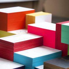 Wir treiben's bunt: mit Farbschnitt. #letterjazz #letterpress #letterpresslove #farbschnitt #visitenkarten #businesscards #design #handmade #druck #ruhrpott #ruhrgebiet #pantone #colorful