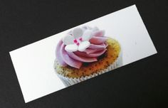 Cupcake Affair picked a special business card format. Various mouth-watering cupcake pictures on the frontside compensate the simple address and logo on the backside. But most important – the cupcakes taste sensational!