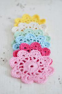 Free crochet patterns_flowers coasters_The Yvestown Shop