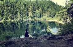 This beautiful lake in Washington State looks a wonderful place to meditate, collect your thoughts and enjoy nature.