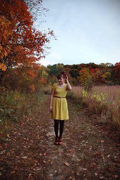 prettiest blogger in the prettiest autumn setting. {via the joyful fox}