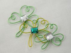 How to make these Shamrock wire craft