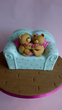 Forever Friends Bears Cake - A Debbie Brown design.  The spots were applied using a cotton bud/q-tip :-)