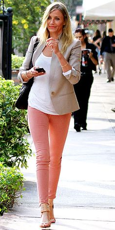 Cameron Diaz in pastel skinnies. I love the color denim trend!