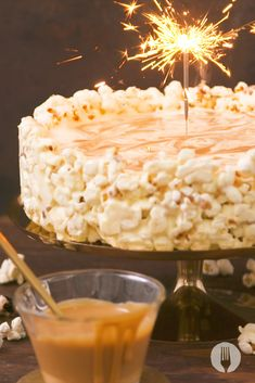Creative and easy recipes for South African homes Salted Caramel Popcorn, Salted Caramel Cheesecake, Appetizer Recipes, Dessert Recipes, Desserts, Popcorn Cake, Food Videos, Recipe Videos, Kuchen