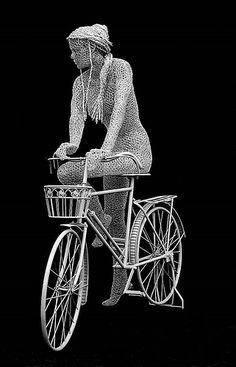 """El """"wire sculpture"""" o escultura alámbrica es un medio artístico que se refiere a la creación de objetos, esculturas o joyería a partir de alambre.    Este arte ha existido desde hace miles de años; se sabe que los egipcios creaban accesorios con alambre de oro y que los """"tinkers"""" eslovacos eran maestros …"""