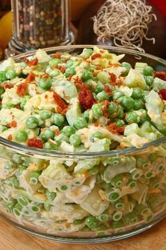 Green Pea Salad with Bacon and Cheese Recipe - mayonnaise, honey, sugar, celery, and onion. A quick and easy side dish recipe with a 10 minute prep time and ready in 20 minutes. Gluten free it. Loved it! Pea Salad With Bacon, Green Pea Salad, Green Peas, Bacon Salad, Green Onions, Salad With Fruit, Green Pea Soup, Bacon Pasta, Fruit Salads