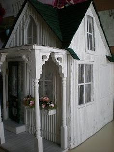 Reminds me og Texas tiny houses Cinderella Moments, Dollhouse Dolls, Dollhouse Ideas, Contemporary Cottage, Play Houses, Mini Houses, Tiny House Movement, Cabins And Cottages, Miniature Houses