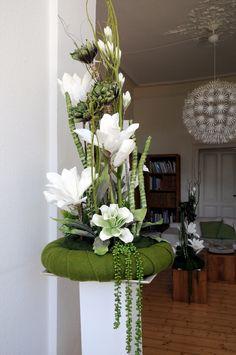 Modern Art:) Funeral Floral Arrangements, Church Flower Arrangements, Church Flowers, Grave Decorations, Table Decorations, Decoration Entree, Corporate Flowers, Arte Floral, Floral Bouquets