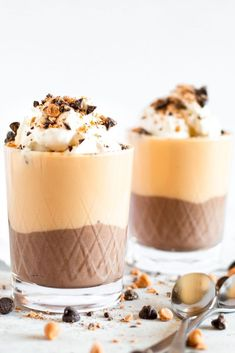 Easy Chocolate Butterscotch Pudding Parfait - just for two! Silky Chocolate and Butterscotch pudding are layered to make a perfectly decadent dessert. Pudding Flavors, Pudding Desserts, Pudding Recipes, Dessert Recipes, Home Made Pudding, Butterscotch Pudding, Chocolate Morsels, Peanut Butter Chips, Pizza