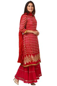 Pink Red Paisley Long Kurti with Crushed Sharara and Crushed Silk Dupatta Indian Suits, Indian Dresses, Punjabi Suits, Silk Kurti, Silk Dupatta, Bandhani Dress, Silk Dress, Indian Wedding Wear, Indian Wear