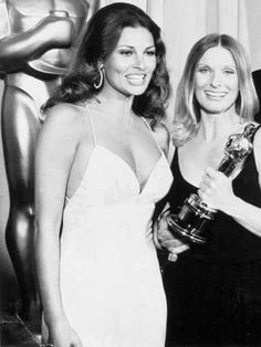 """1972 Oscars: Cloris Leachman, Best Supporting Actress 1971 for """"The Last Picture Show"""" with Raquel Welch 