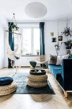 C'est à Cracovie en Pologne, que Odwzorowanie s'est chargé de la rénovation de cet appartement de 48m², situé dans un quartier ancien et familiale. Le style bohème adopté sur une base de bleu profond,