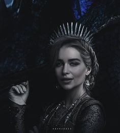 Game of Thrones - Daenerys Targaryen Game Of Thrones Meme, Game Of Thones, Game Of Throne Daenerys, 18th Century Fashion, English Royalty, Mother Of Dragons, Warrior Cats, Pretty And Cute, Winter Is Coming
