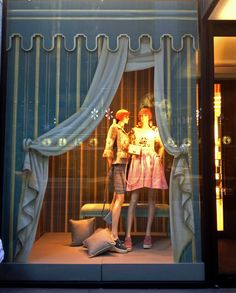 Chanel Christmas Windows | NYC 2012 have four different scenes with each window pane, separate them between by curtains?