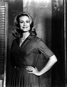 Elizabeth Montgomery as Samantha Stevens in Bewitched Agnes Moorehead, Barbara Eden, Bewitched Tv Show, Bewitched Elizabeth Montgomery, Erin Murphy, Cultura General, Betty White, Actrices Hollywood, Elisabeth