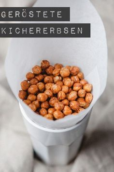 chickpeas - healthy crispy snack - kitchen chaotin - roasted chickpeas – www.kuechenchaoti … -Roasted chickpeas - healthy crispy snack - kitchen chaotin - roasted chickpeas – www. Roasted Chickpeas Healthy, Healthy Crunchy Snacks, Cocina Light, Vegan Recipes, Snack Recipes, Snacks Für Party, Superfood, Food Inspiration, Clean Eating
