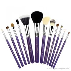 Sigma Beauty Brush Kit – Make Me Crazy – Purple  Introducing the new 'Make Me Up' collection! Our best selling professional 12 brush kit now comes in beautiful colours and inside a durable and multifunctional container! Besides protecting your brushes, this exclusive container transforms into two stylish brush holders!