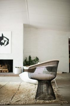 Home Tour : Minimal Luxury & Modern Architecture - Room for Tuesday Area Rugs Cheap, Affordable Area Rugs, Accent Chairs For Living Room, Formal Living Rooms, White Leather Dining Chairs, Restaurant Tables And Chairs, Turbulence Deco, Ikea Chair, Mid Century Dining Chairs