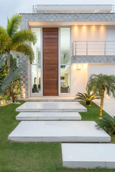 Ideas for exterior house entrance courtyards House Front Design, Modern House Design, Garden Architecture, Modern Architecture, Modern House Facades, House With Porch, Villa Design, House Entrance, Facade House