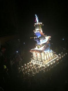 Il primo settembre i piccoli facchini trasportano la mini #macchinadisantarosa per le vie del centro storico di #Viterbo