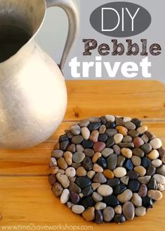 Pebble Trivet - using only a dollar store bag of pebbles, hot glue, and this common household item.DIY Pebble Trivet - using only a dollar store bag of pebbles, hot glue, and this common household item. Dollar Store Hacks, Astuces Dollar Store, Dollar Stores, Dollar Dollar, Diy Home Crafts, Decor Crafts, Easy Crafts, Diy Décoration, Easy Diy