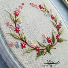 how to do brazilian embroidery stitches Embroidery Neck Designs, Hand Embroidery Flowers, Embroidery Works, Creative Embroidery, Silk Ribbon Embroidery, Embroidery Hoop Art, Embroidery Ideas, Brazilian Embroidery Stitches, Hand Embroidery Stitches